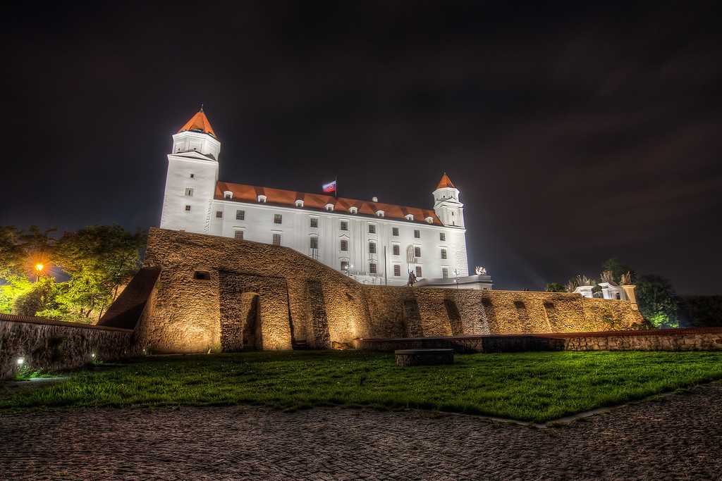 White CastleYou can quite see, that the castle was under reconstruction only recently. It so white and shining at night :). It makes it a little harder for taking HDR photographs, but that's fine :)HDR from 6 shots, taken with Canon 450D with Sigma 10-20mm lens, from a tripod.