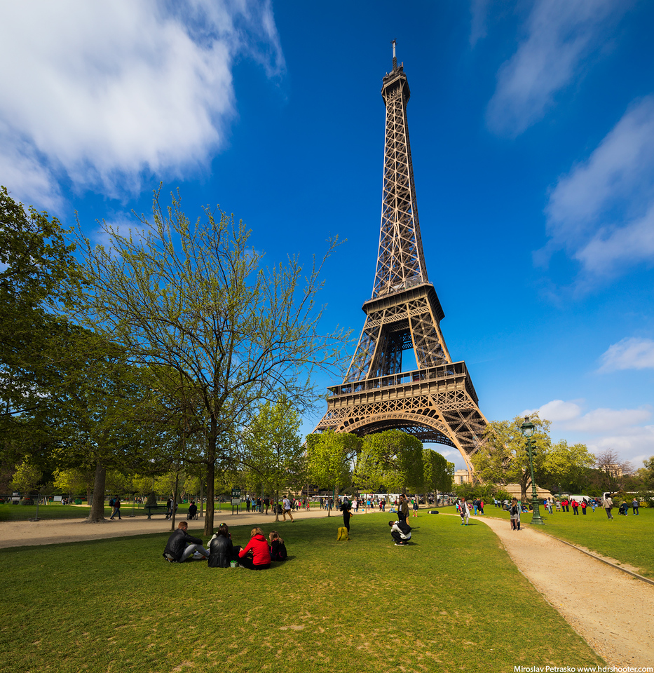 A spring moment under the Eiffel tower