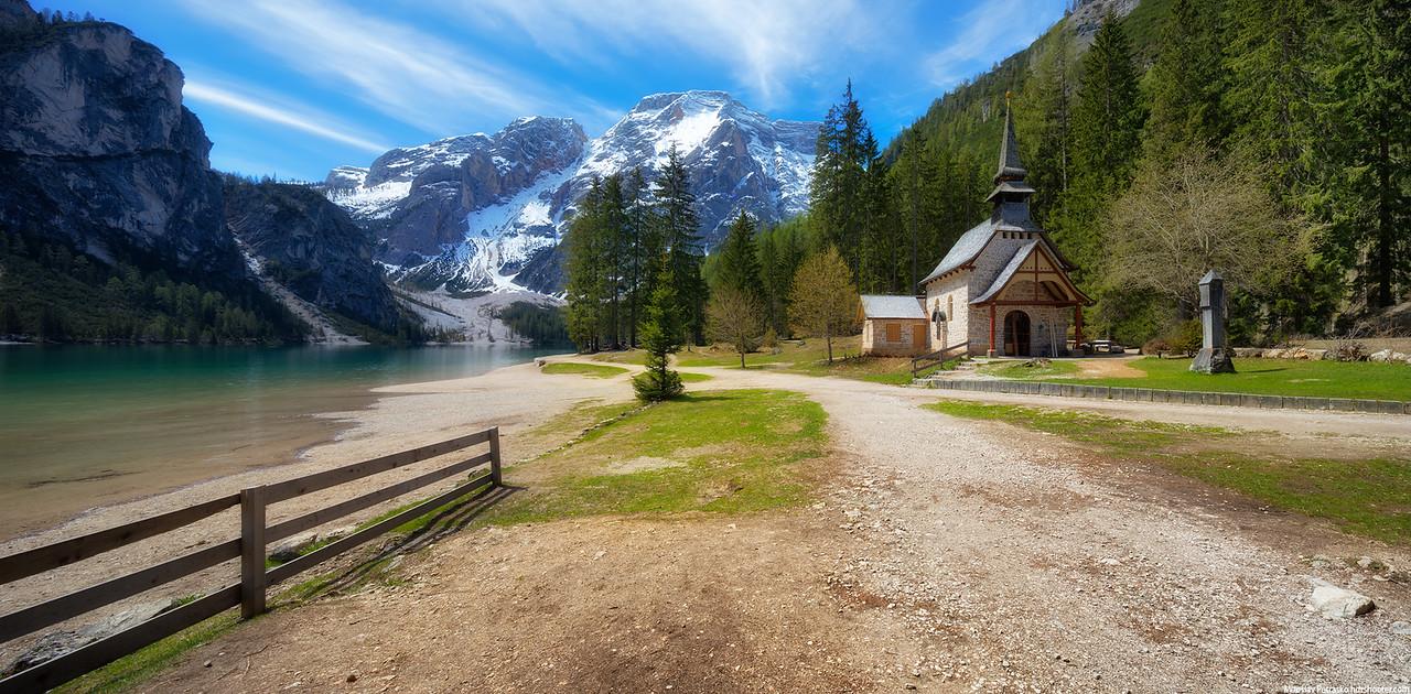 Little chapel next to Lago di Braies