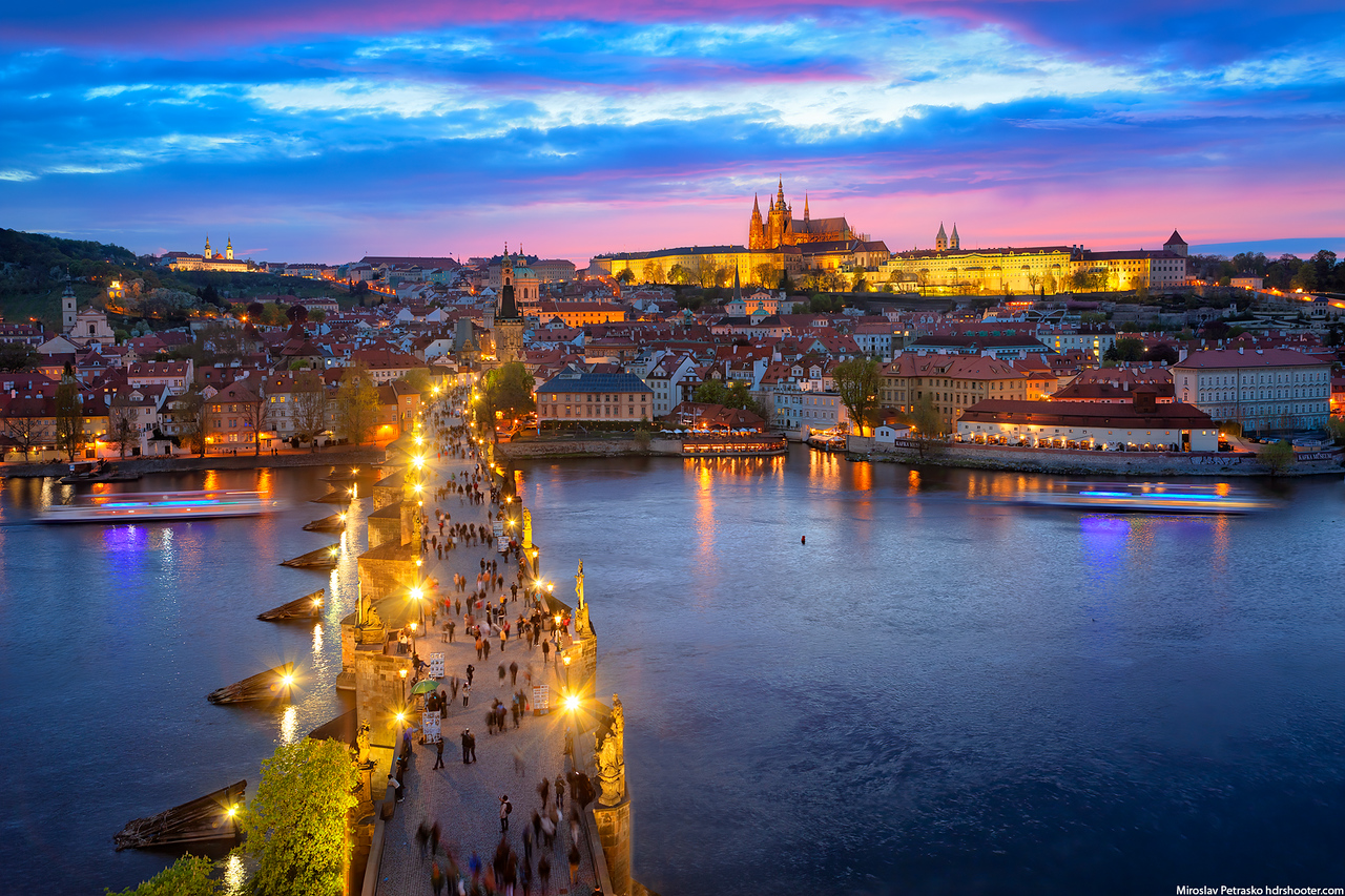 Busy evening on the Charles Bridge