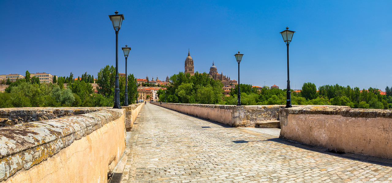 On the roman bridge in Salamanca