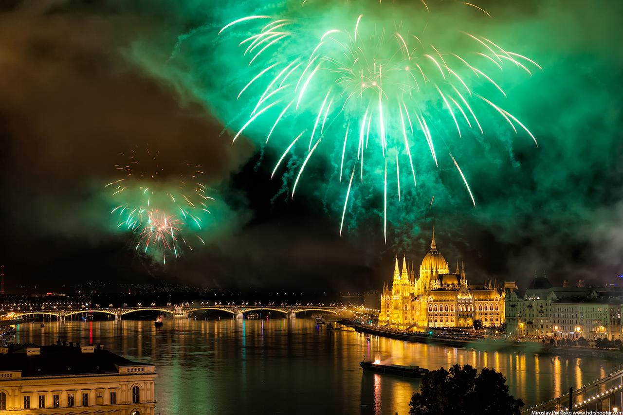 Green fireworks over Budapest, Budapest