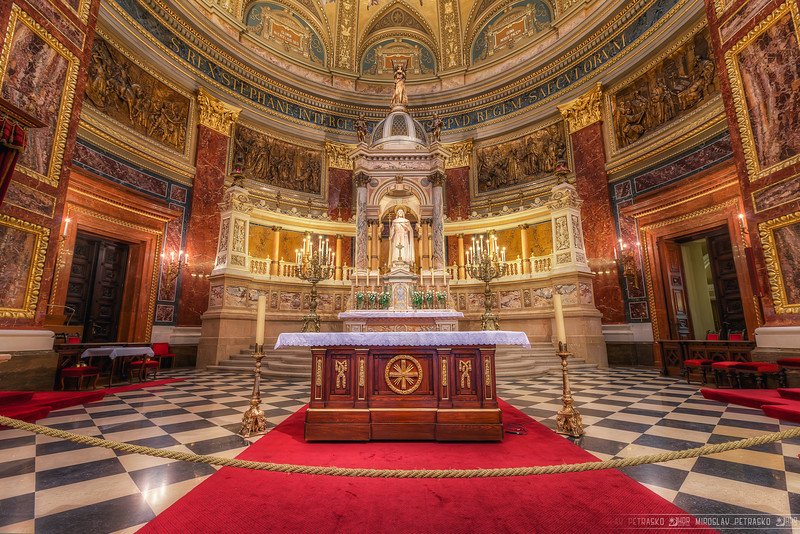 Altar in the basilica Usually I take photos from quite far away in the churches, so I get the whole interior in one photo. But a view from closer up of the altar is also very interesting. Like here in the St. Stephens Basilica in Budapest. There are just so many details on the surrounding wall, that I had to use less sharpening as I usually do :)