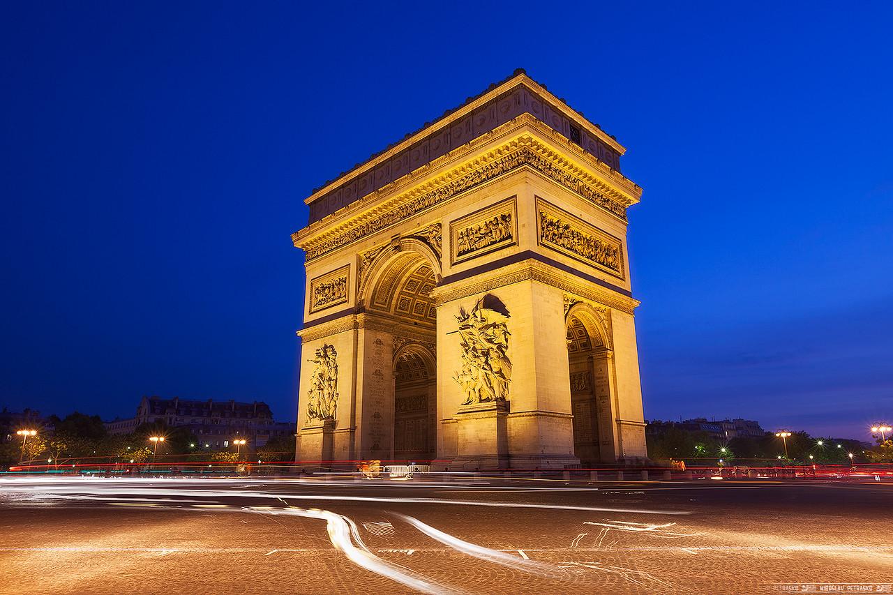 Blue hour at the Arc De Triomphe