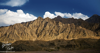 A photo of the mountains surrounding the Hatta Pools in the UAE.