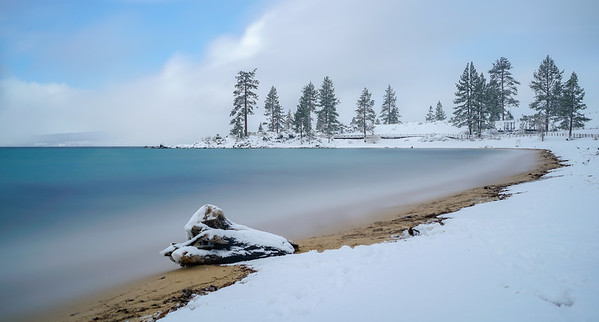 Once we reached lake Tahoe we found a winter wonderland. we parked the car and pointed the camera in every direction, find gorgeous pictures everywhere.