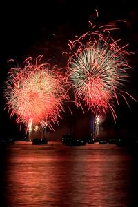 Fireworks on the Hudson River, July 4, 2010
