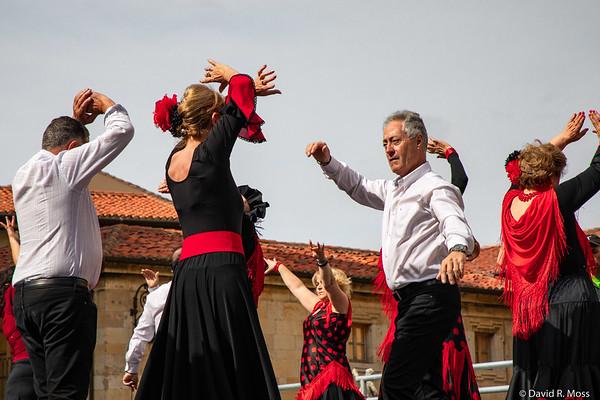 Dancers in León