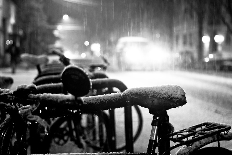 In the darkness of night, the life of snow energizes the city to a new adventure