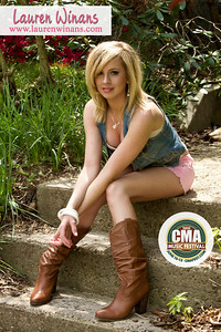 2010 CMA Music Festival Autograph Cards for Lauren Winans and Votre Vu Cosmetics Company.
