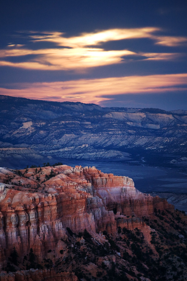 moon rise inspiration  point bryce canyon utah