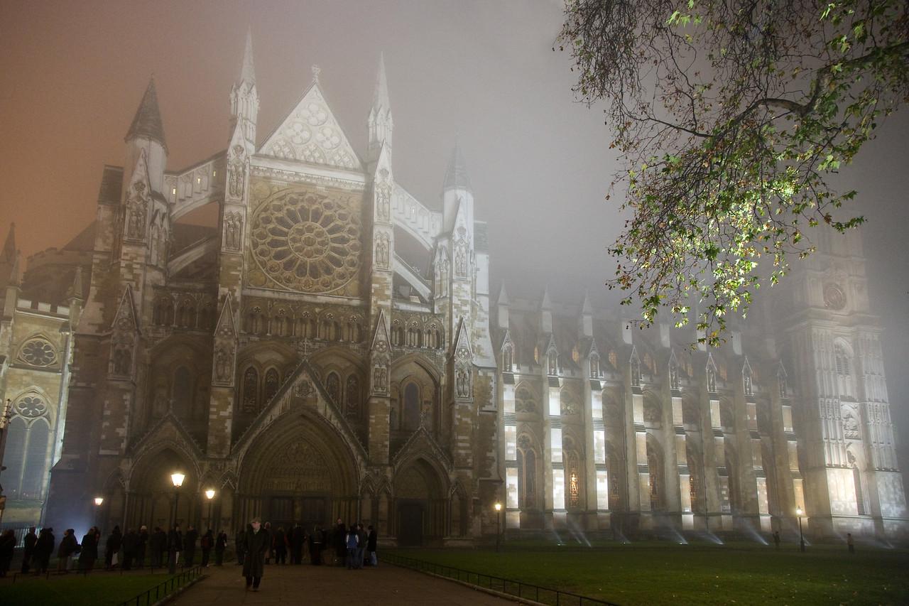 westminster abbey fog london