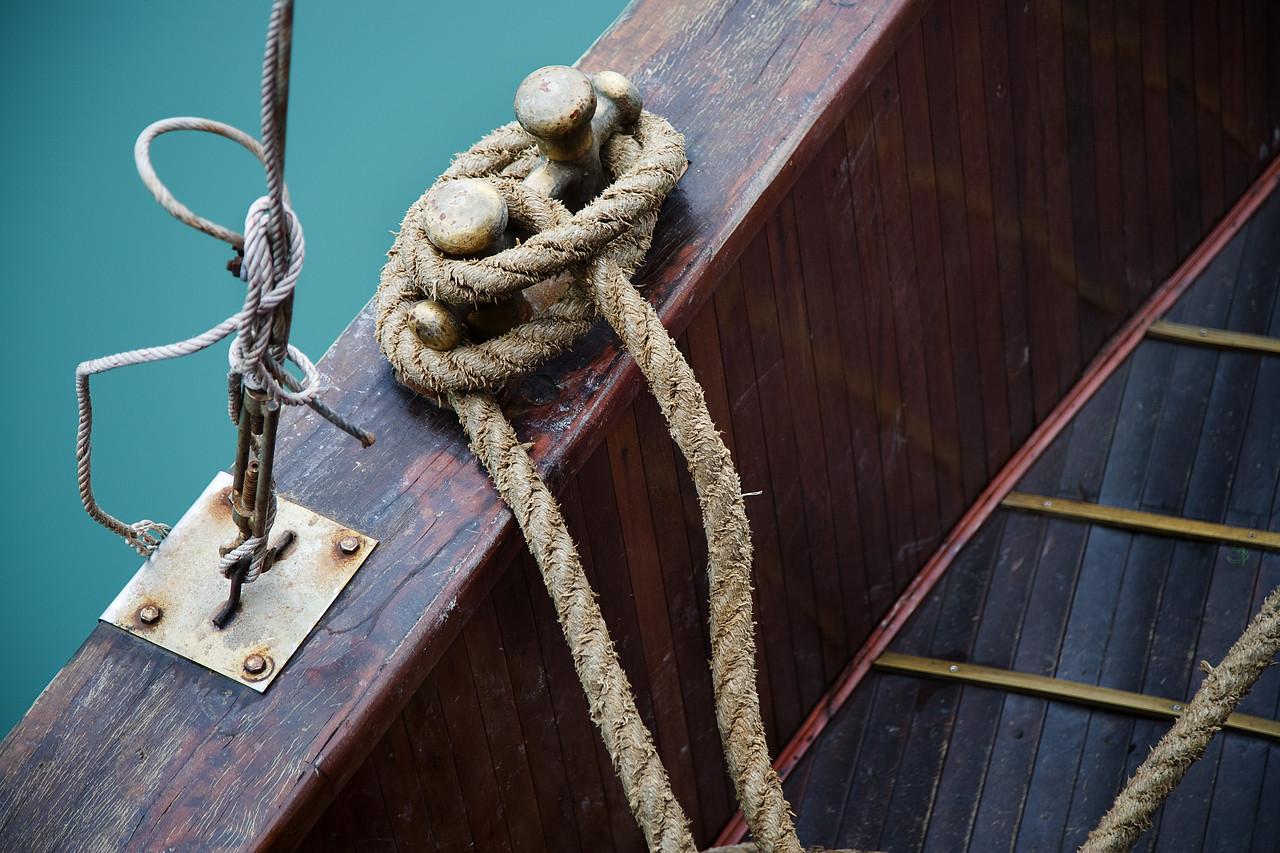 rope halong bay vietnam