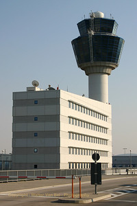 Holiday_Greece_Athens-Airport_El_Venizelos_20050717_IMG_1654_WVB_1200px