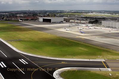 EBBR_BrusselsAirlines_B-737_OO-VEN_SN3703_RWY20_departure_20080811_IMG_3897_WVB_1200pix_edit2