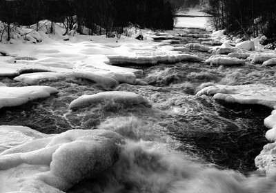 041229 winter rivers 0029 water flow B&W 20X14_