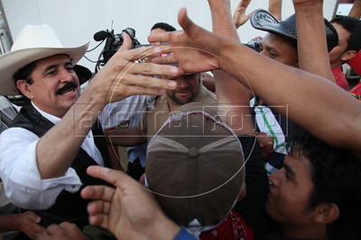 Honduras' ousted President Manuel Zelaya is greeted by supporters as he crosses into Honduras from Nicaragua, July 23, 2009, in a failed attempt to return to his country. He later retreated back to Nicaragua. All governments in the Western Hemisphere have condemned the coup, in which soldiers acting on orders from Honduras' Congress and the Supreme Court arrested Zelaya on June 28 and flew him into exile. (Australfoto/Nicolas Garcia)