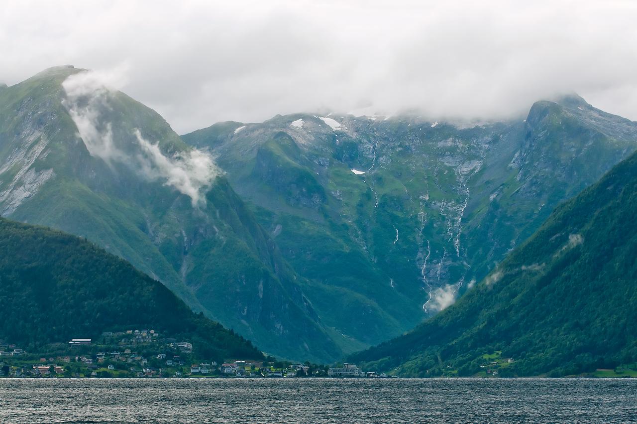 By vid fjorden