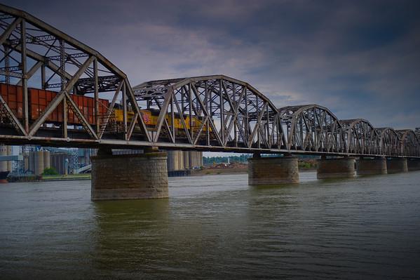 Railroad bridge over the mighty Cloumbia river