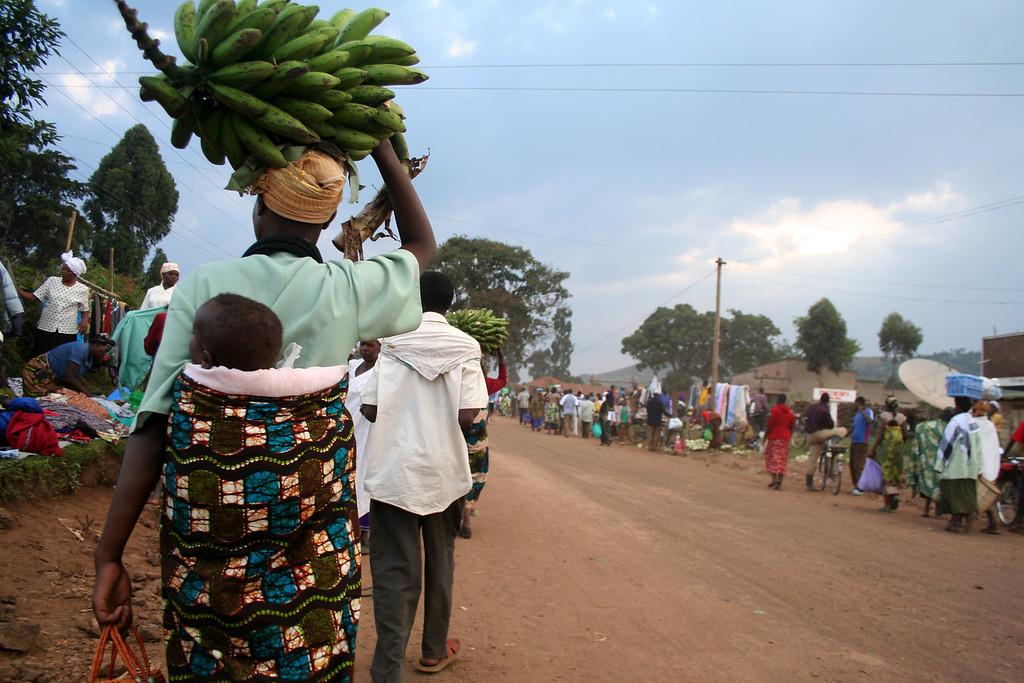 Returning from the market<br /> <br /> Kisoro, Uganda