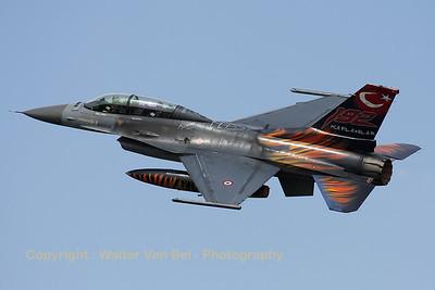 TuAF_F-16D_93-0696_192Filo_cnHD-6_LFQI_20110511_IMG_30284_WVB_1200px
