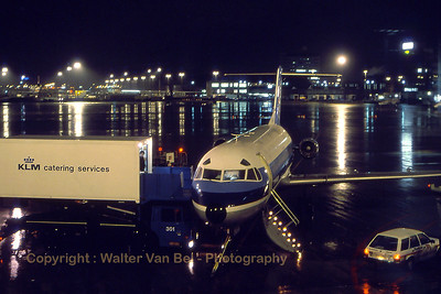 NLM_CityHopper_Fokker_F-28-4000_PH-CHN_cn11176_EHAM_Nov1988_scan15_WVB_1100px_re-edit