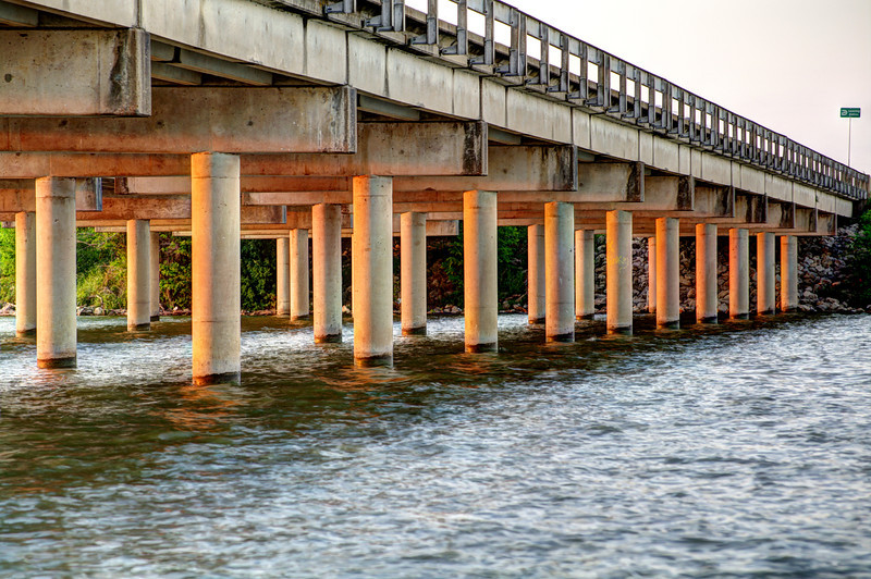 Rowlett Road Bridge, Garland TX (Apr 2012, HDR)