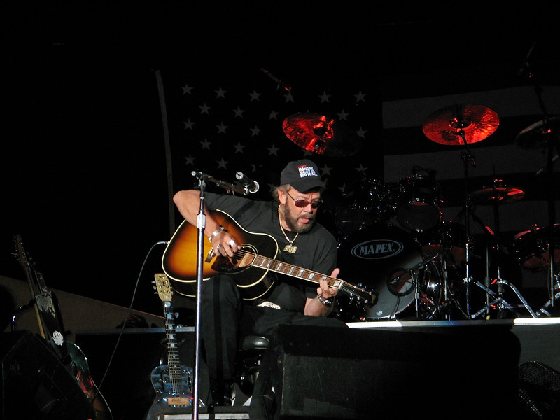 Hank Williams Jr. on stage at Six Flags Great Adventure in 2006 for the Sean Hannity Freedom Rally.