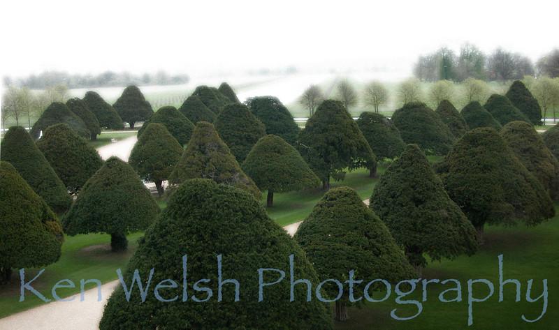 Hampton Court Palace  © Copyright  Ken Welsh