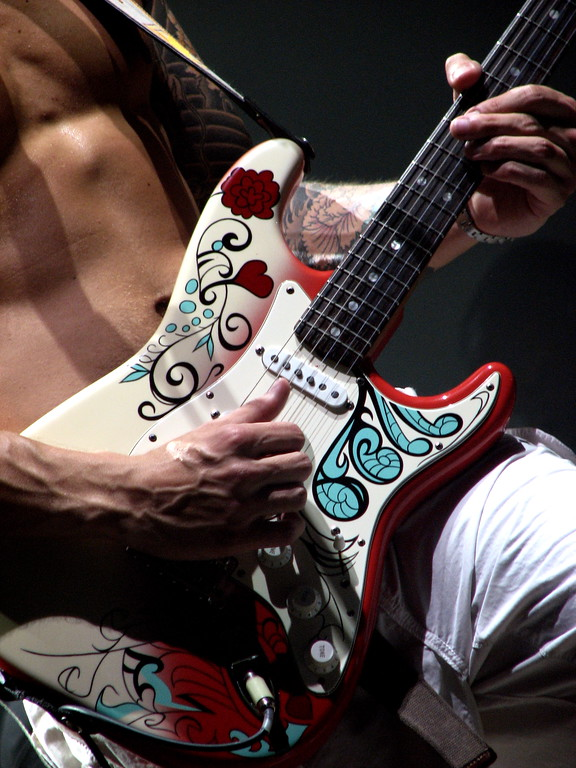I LOVE this guitar and the sound it creates!  John Mayer in Dallas 8/1/08, taken with my point & shoot