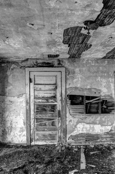 Front room, abandoned home, Miller, NE (Nov 2012, HDR)