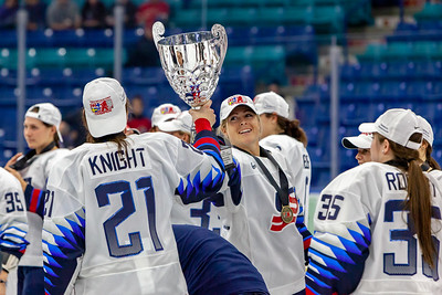 November 10, 2018 - Saskatoon, SK - Gigi Marvin hands the 2018 Four Nations Cup Trophy to teammate Hilary Knight.
