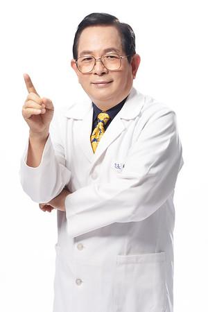 醫師形象照/ 「健華診所」總院長