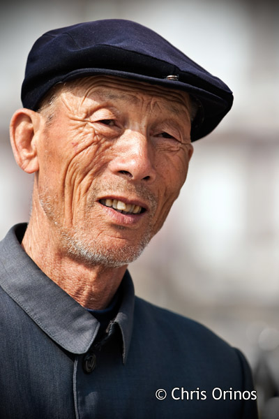 A gentleman in Shanghai feeling rather comfortable in front of my big telephoto lens.