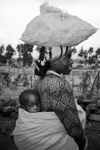 Woman with child, Kinigi, Rwanda 2007