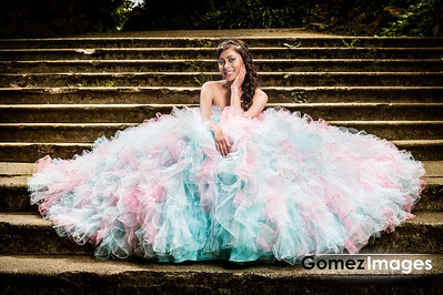Gaby Quince Outdoor Session