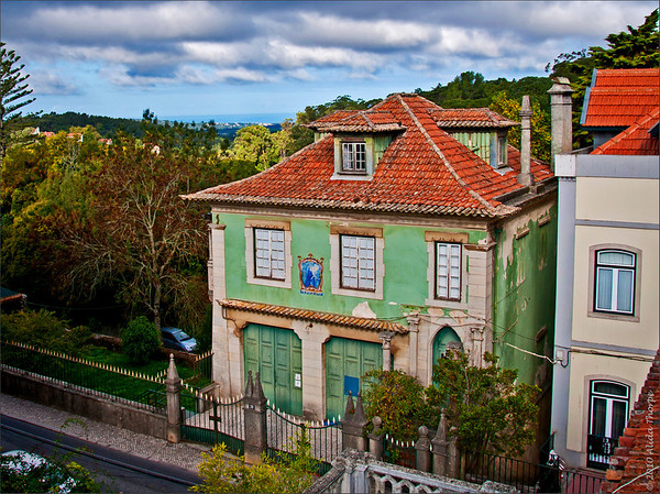 """Note the little """"Sintra Palace"""" towers on the fence."""