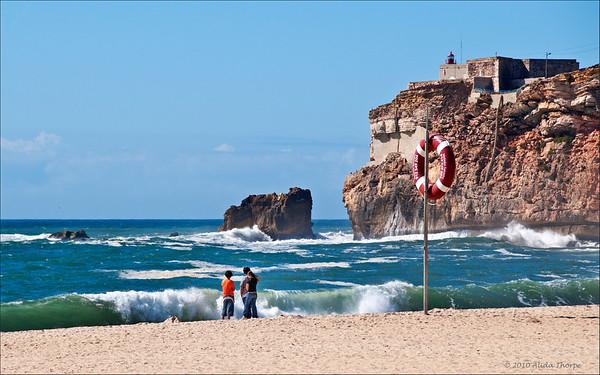 Nazaré beach with O Sitio above the cliffs