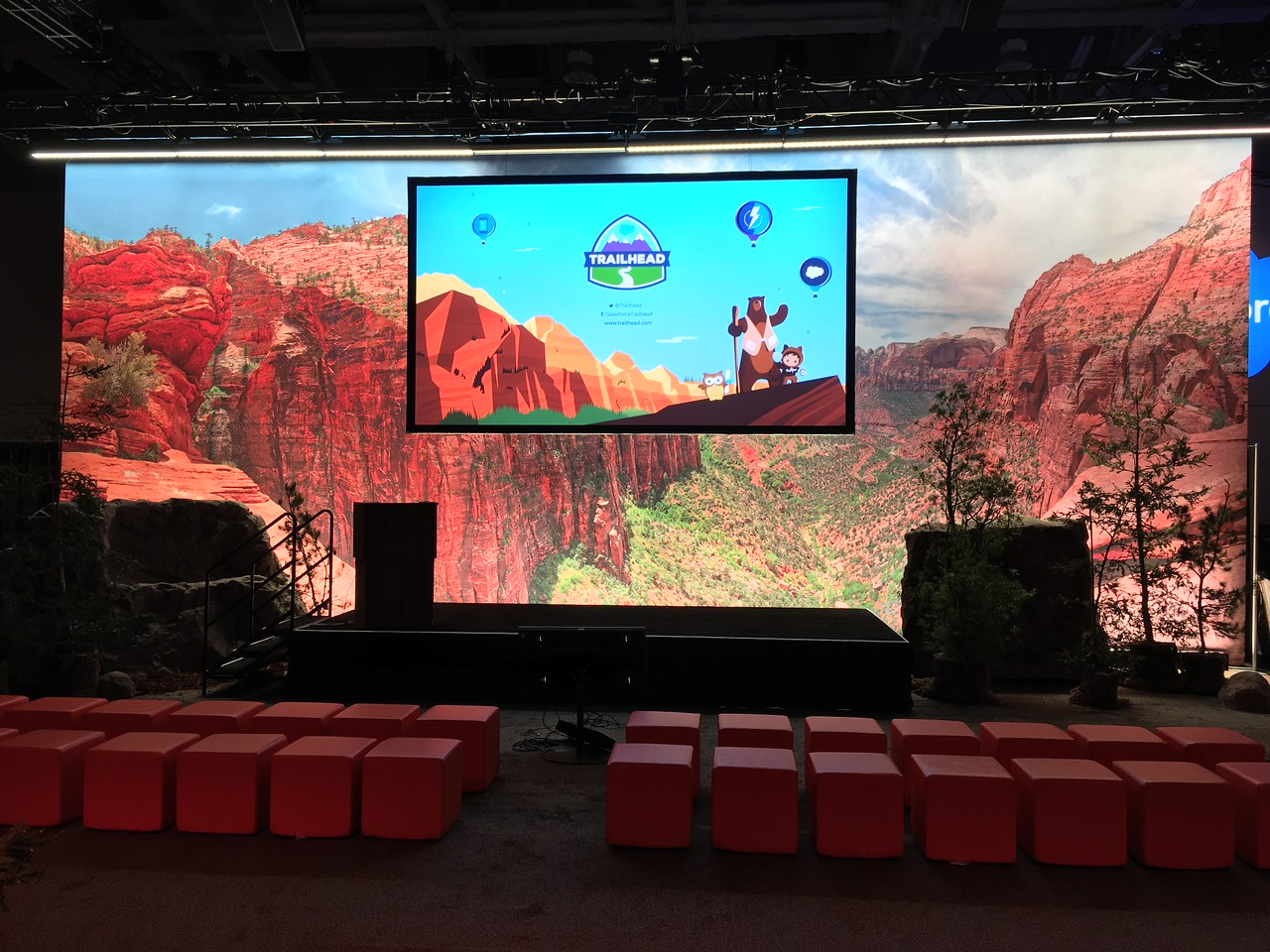 Scenic Backdrops at Dreamforce '17