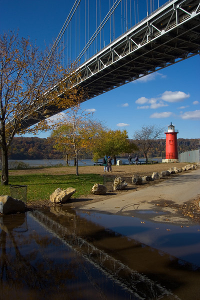 <CENTER>Little Red Light House with reflection of GW Bridge</CENTER>