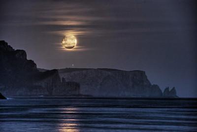 Tasman Moonrise
