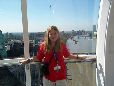 Kate oversomes her fear of heights by riding the London Eye, the worlds largest Ferris Wheel.