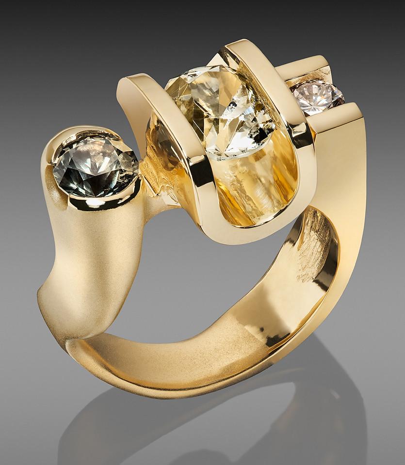 Sapphire-white-Garnet-ring