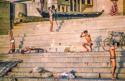 20100205-00491 Bath Ganges z