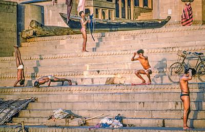20100205-00491 Bath Ganges