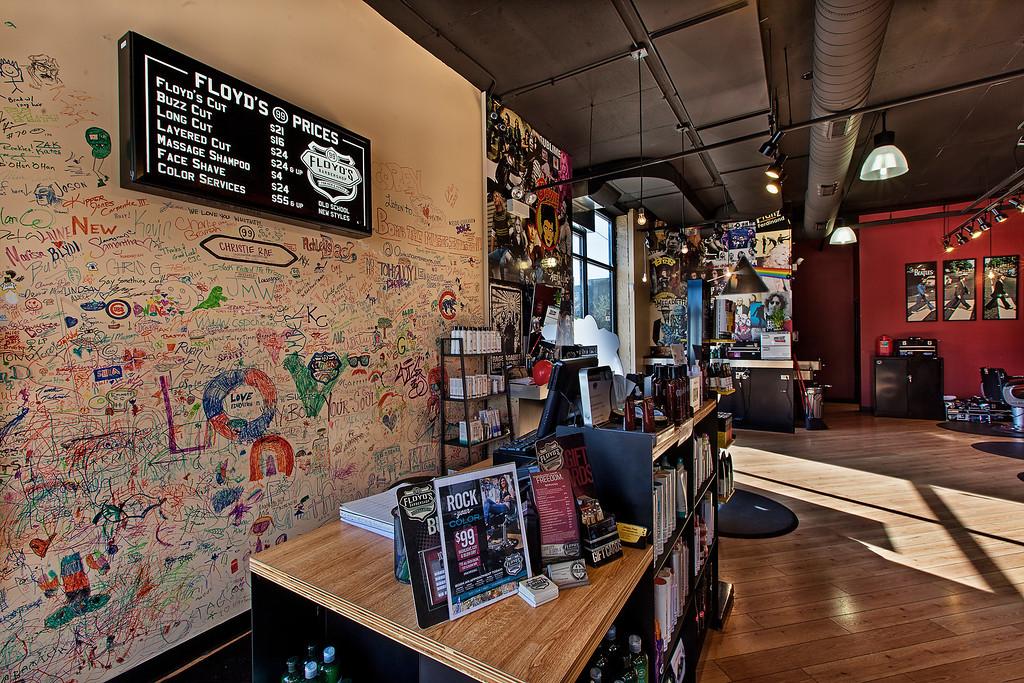 Floyd's 99 Barbershop Chicago - Wrigley
