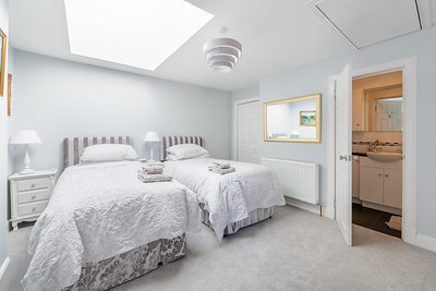 Bedroom showing ensuite