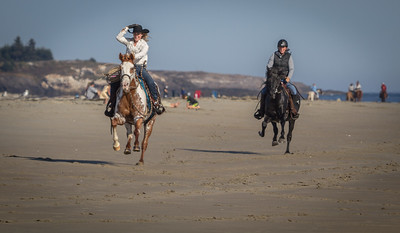 Tess, APHA mare and Charris, Morgan Stallion Race down Popham Beach, Feature article Western Horseman Feb 2017