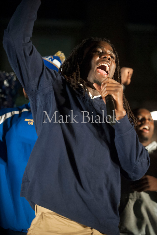 U-M quarterback Denard Robinson fires up the crowd during an M Go Blue Beat MSU pep rally on the diag on the University of Michigan campus on Oct 18, 2012.  (Mark Bialek / Special to the Detroit News)