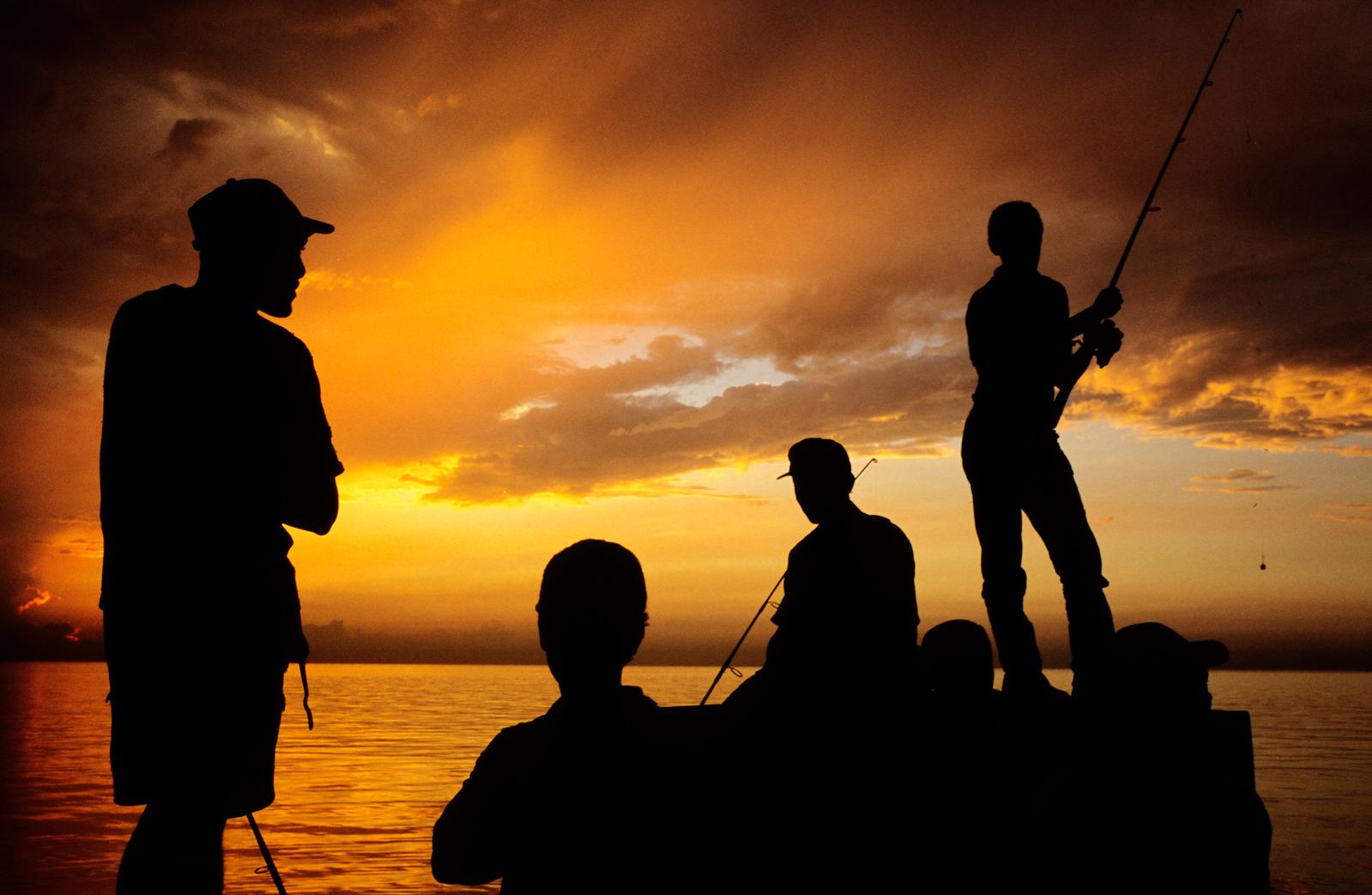 people fishing at Malecòn seafront. La Havana, June 2005.